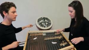 Générique de Game of Thrones joué sur un cimbalom, immersion totale !