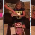 Petite fille handicapée reçoit une poupée très spéciale, Voyez sa réaction !