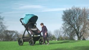 Poussettes géantes pour promener les adultes en balade