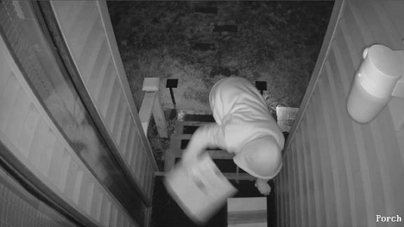 VIDÉO : Un habitant décide de piéger un voleur de Colis