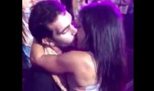 Cet homme a trouvé une copine pendant une fête du Carnaval de Rio