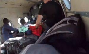 Cet homme filme le crash de l'intérieur d'un hélicoptère