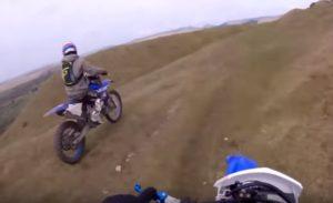 Motocross : Il tombe d'une falaise de 20 mètres et survit