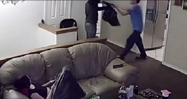 Ce cambrioleur armé d'un fusil de chasse attaque la mauvaise personne