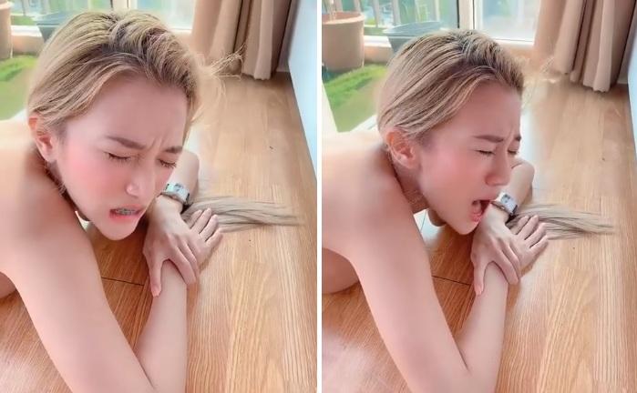 Une blonde nue gémit de plaisir, mais ce n'est pas ce que vous imaginez