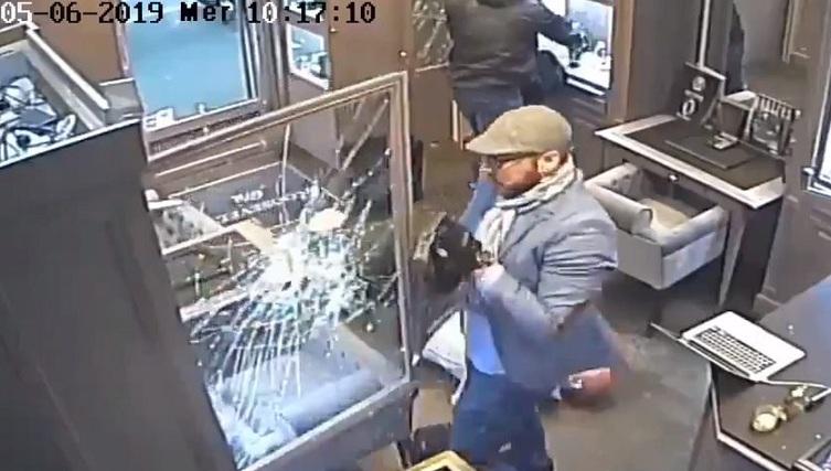 La vidéo du braquage de la bijouterie à Paris filmé de l'intérieur