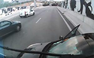 Un chauffeur routier n'a pas fait attention à son angle mort