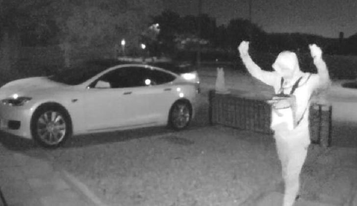 Des voleurs utilisent un boitier relais pour voler une Tesla en quelque secondes