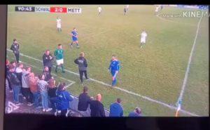 Un footballeur se prend un carton rouge pour avoir giflé un supporter