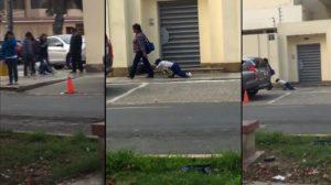 Une maman traine son fils endormi sur son cartable à roulettes pour aller à l'école