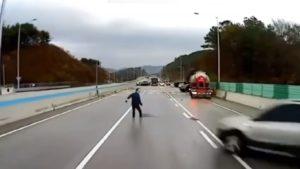 Un homme manque de se faire tuer lors d'un carambolage de voitures