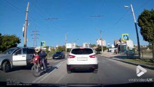 Ce conducteur pense que c'est la faute de motard !
