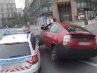 Un accident de voiture de police qui n'a pas donné la priorité dans une intersection