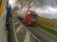 Loir-et-Cher : Un chauffeur routier dépasse dangereusement un camion