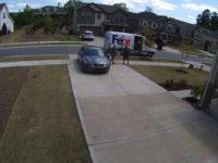 Une femme vole un colis en faisant semblant d'être propriétaire de la maison livrée